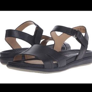 Naturalized leather sandals